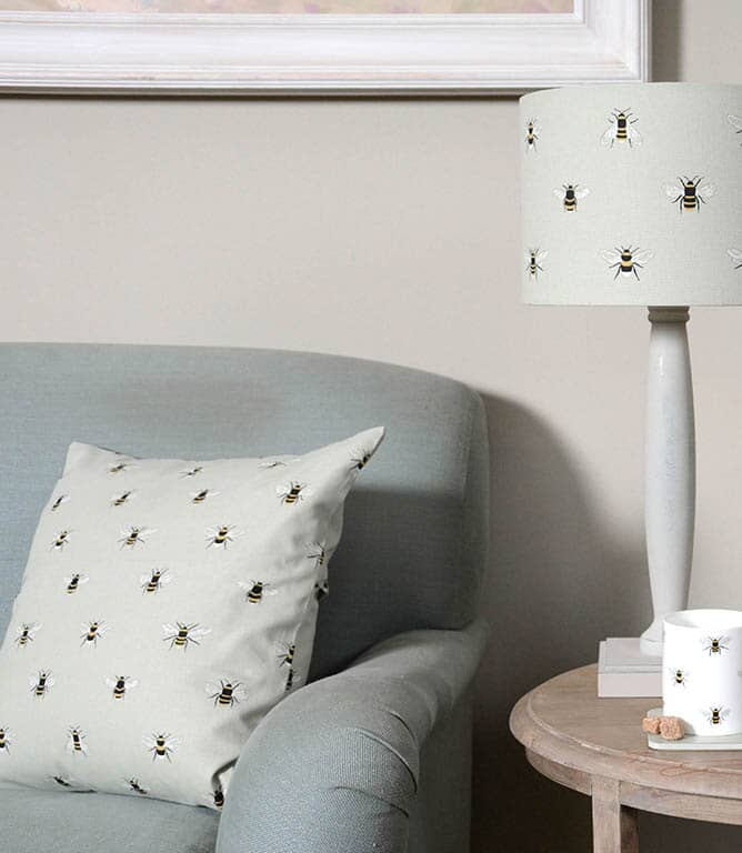 Sophie Allport Bees Fabric / Pale Green